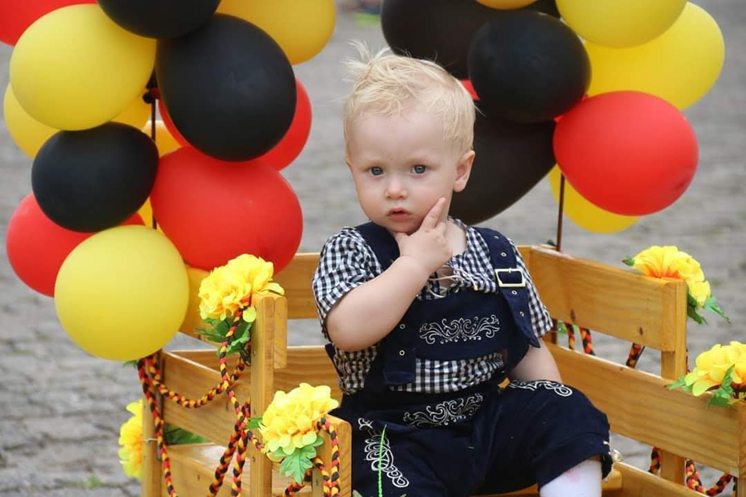 traje típico infantil